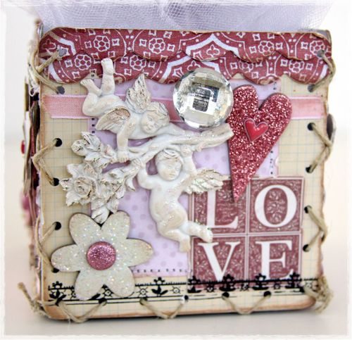 Lace up gift box side2